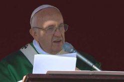 Папата Фрањо спомна за жртвите од ураганот Метју