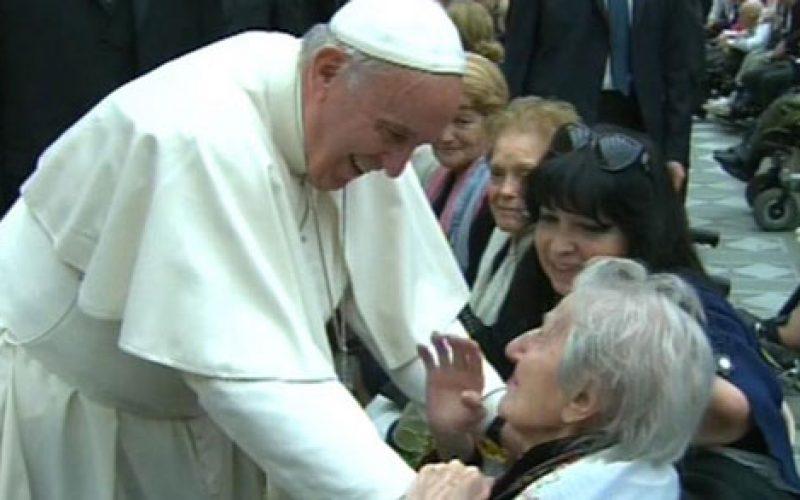 Папата ја истакна важноста на старите луѓе за општеството