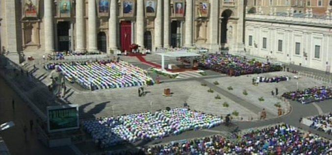 Папата: Светиот Дух нѐ води во молитвата
