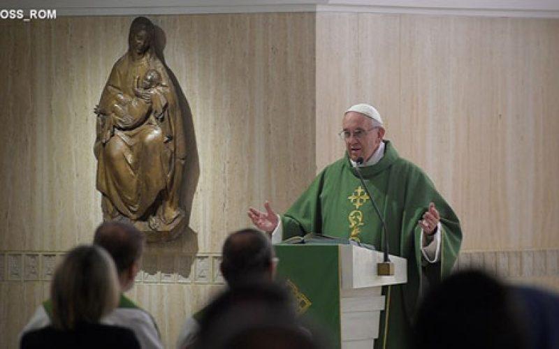 Папата: Чувајте се од расправии и градете единство