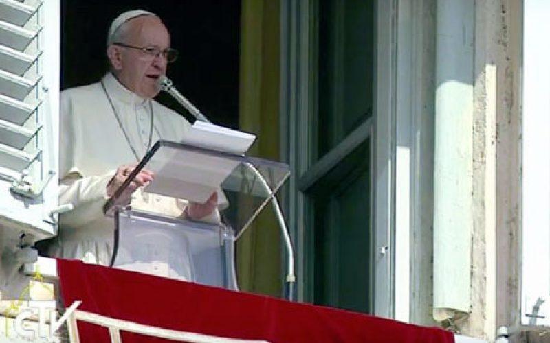 Папата: Од нас се бара храброст…