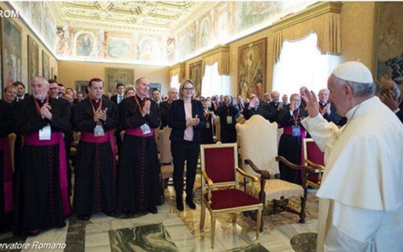 Папата Фрањо ги прими членовите на Групата Света Марта