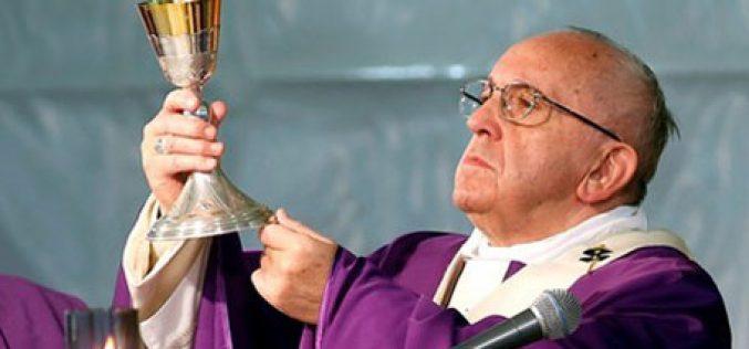 Папата: Со својот крст Исус ја отвора вратата на спасението