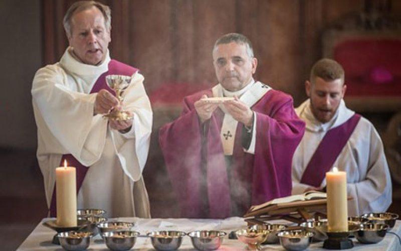 Папата до француските епископи: Отворете нови патишта на милосрдието и надежта