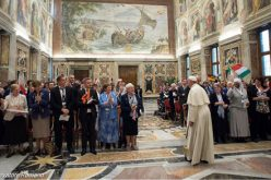 Папата со припадниците на мрежата за борба против трговијата со луѓе