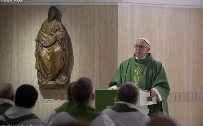 Папата: Да ја отфрлиме желбата за моќ и да му служиме на Бог во слобода