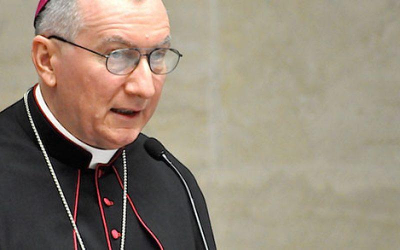 Кардинал Паролин му честиташе на новиот американски претседател