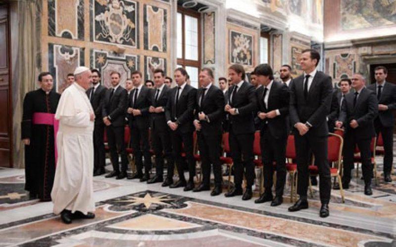 Папата се сретна со германската фудбалска репрезентација