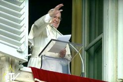 Папата: Бог ја води нашата историја