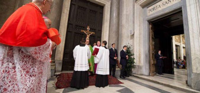 Затворени Светите врати во сите катедрали во светот