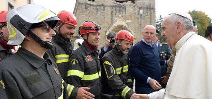 """""""Папските"""" пожарникари и реставратори помагаат во Нурсија"""