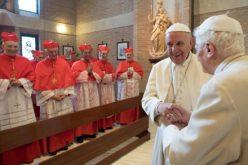 Папата Фрањо и почесниот папа Бенедикт XVI заеднички ги благословија новите кардинали