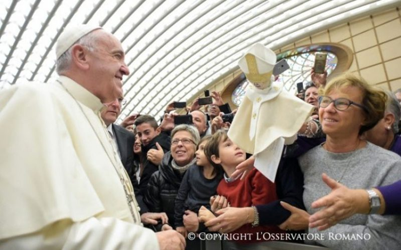 Папата: Да се молиме едни за други