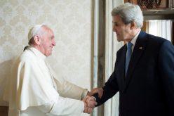 Папата се сретна со американскиот државен секретар Џон Кери