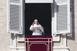 """Папата: Богородичното """"да"""" ни го отвори патот до Бог"""