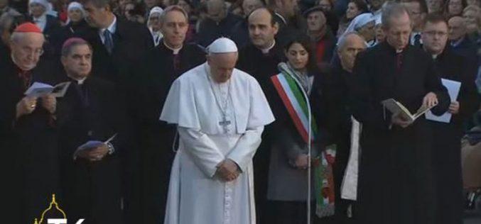 Mолитва на Папата пред стауата Безгрешно зачнување на Пресвета Богородица