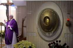 Папата: Пастирите треба да ја навестуваат вистината
