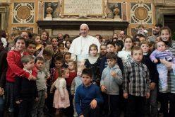 Папата: Децата и старите луѓе ја градат иднината на народите