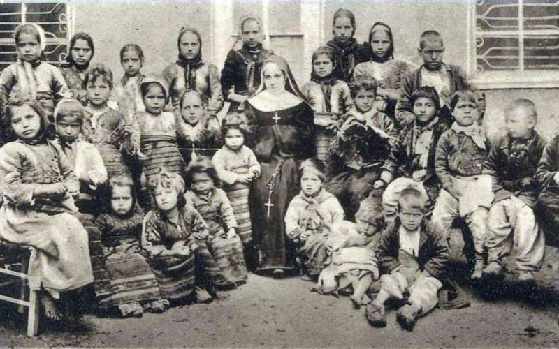 Како сестра Еврозија ги подготвуваше децата за Божиќ