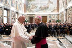 Папата Фрањо ненадејно го посети Папскиот совет за нова евангелизација