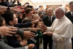 Папата: Преку Божиќ надежта влегува во светот