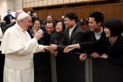 Папата го честиташе Божиќ на вработените во Ватикан