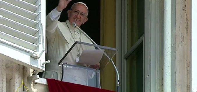 Папата: Исус нѐ повикува да ја избереме светлината и животот