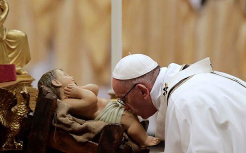 Папата на твитер повика да го упатиме погледот на јаслите