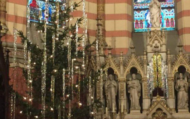 Украсување на елка – религиозен или пагански обичај?