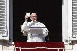 Папата: Не плашете се од Исусовото светло и отворете се за Господ