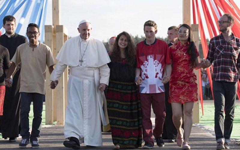 Папата: Не плашете се да го слушате Духот кој ви предлага храбри избори