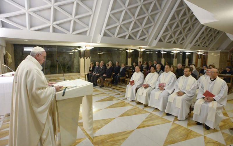 """Папата: Биде храбри, а не """"паркирани"""" христијани"""