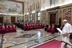 Папата до Римската Рота: Потребен е катекуменат за бракот