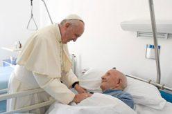 Папата: Да го имитираме Исусовиот однос кон болните