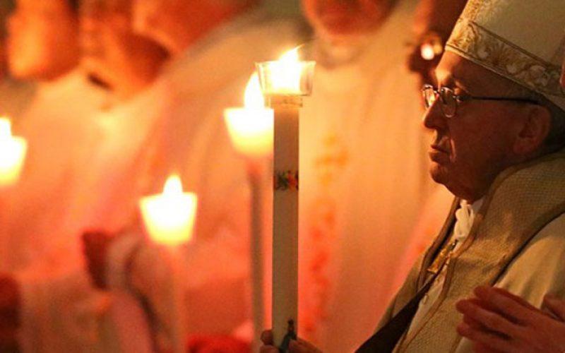 """Папата до монасите и монахињите: Чувајте се од искушението """"преживување"""""""