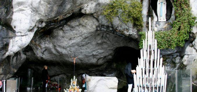 Папата до болните: Повикувајте го застапништвото на Пресвета Богородица