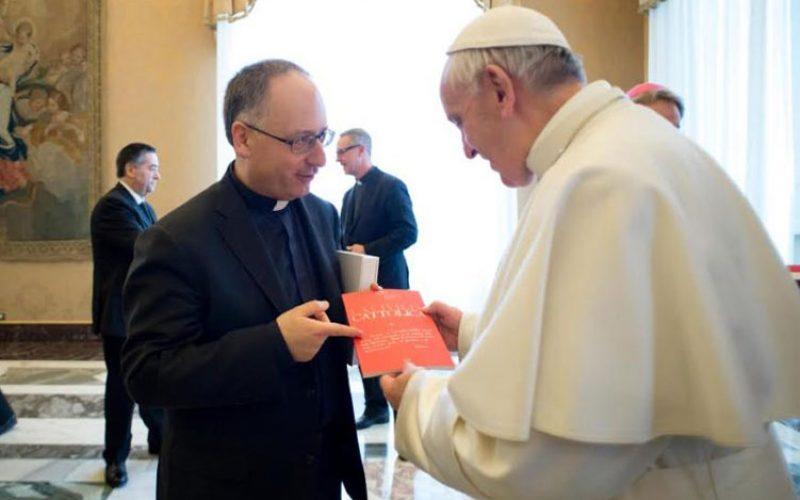 """Папата се сретна со новинарите од """"Civiltà Cattolica"""""""