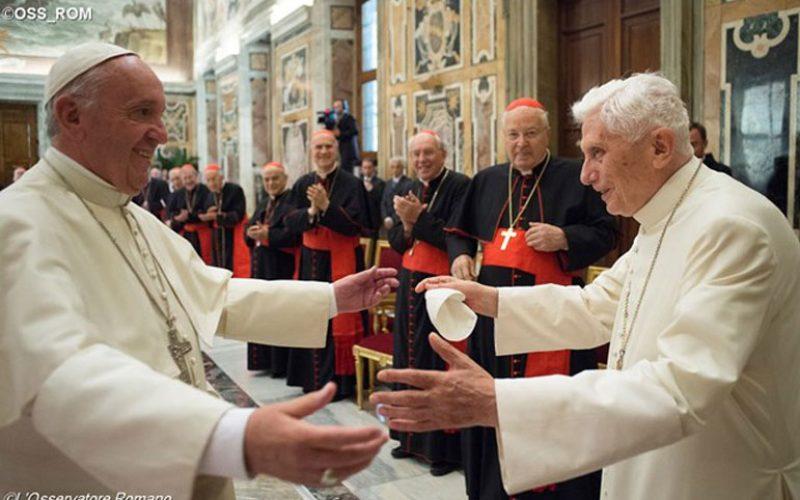 Ломбарди: Убаво е да се има почесен Папа кој моли за Црквата