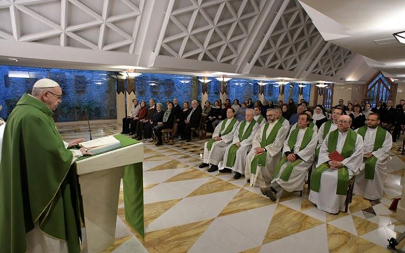 """Папата повика на молитва за """"светиот срам"""""""