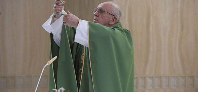 Папата: Во Бог праведноста е милосрдие