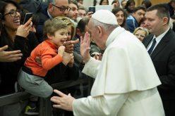 Папата: Општеството е праведно само ако ги признава правата на најслабите