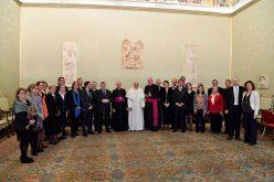 Папата: Треба да се градат мостови наместо ѕидови