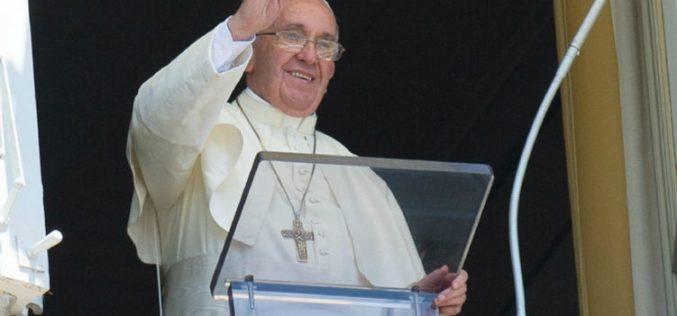 Папата: Библијата да се користи често како мобилните?