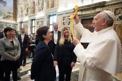 Папата: Дијалогот е израз на љубов