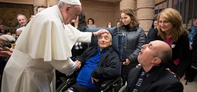 Папата – средба со стари и болни лица