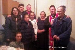 Младите од Петралинци во посета на старите и болните луѓе