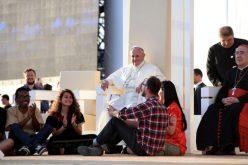 Папата до младите: Потребни сте на Црквата и општеството