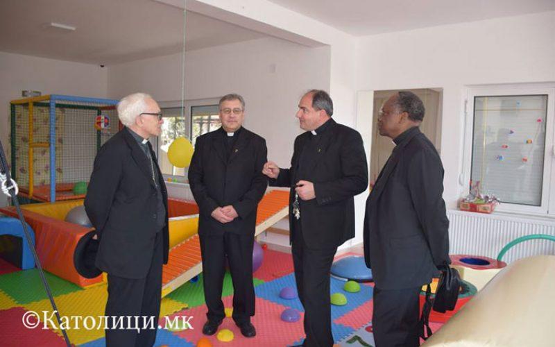 Апостолскиот нунциј го посети центарот Мајка Тереза во Гевгелија
