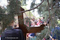 Крстен пат за деца на ридот Самораница