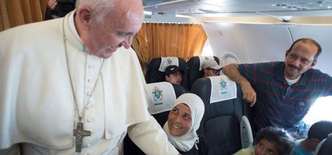 Уште три бегалски семејства сместени во станови на Ватикан